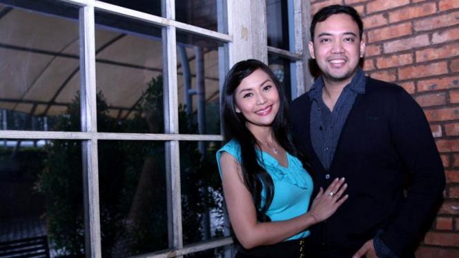 Pasangan Selebriti Tessa Kaunang dan Sandy Tumiwa