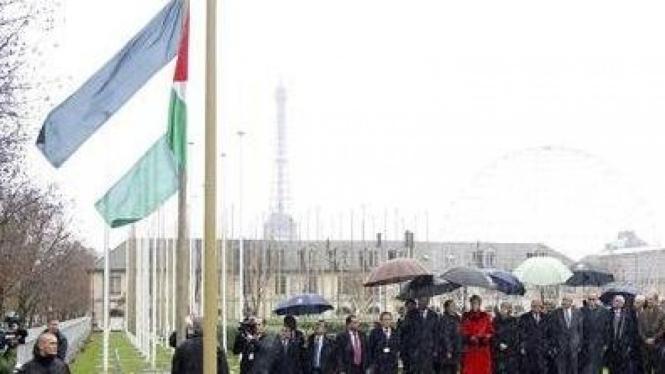 Ditengah guyuran hujan: pengibaran bendera Palestina di markas UNESCO