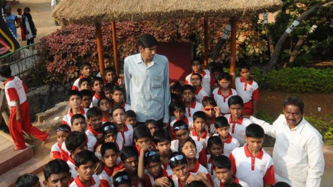 Polipaka Gattaiah , manusia tertinggi di India