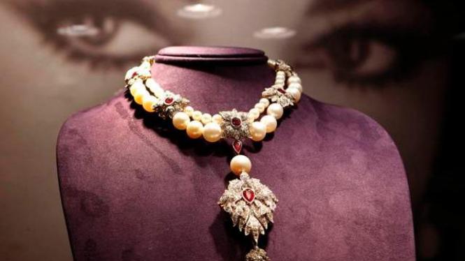 Perhiasan Elizabeth Taylor di Lelang New York