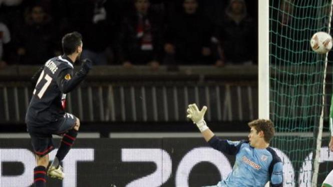 Gol Javier Pastore ke gawang Bilbao