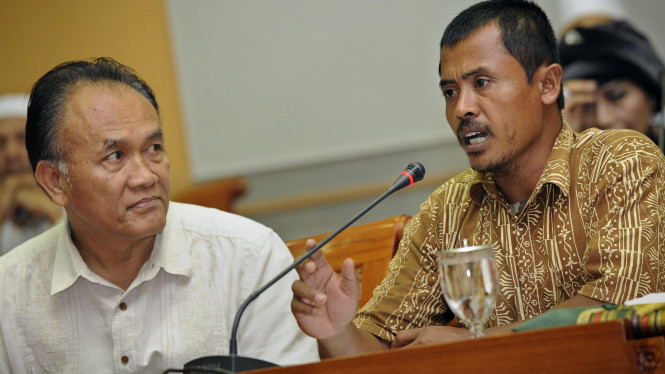 Mayjen (Purn) Saurip Kadi dan Trubus, warga Mesuji, Lampung, di DPR