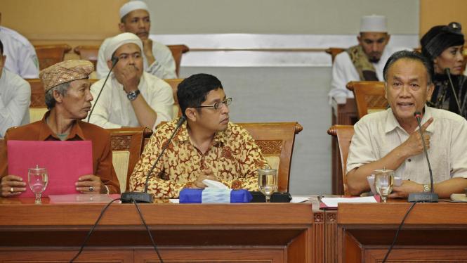 Mayjen (Purn) Saurip Kadi dan warga Mesuji, Lampung, di DPR