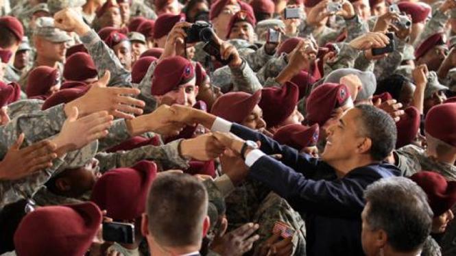 Obama menyambut pasukan AS yang pulang dari Irak di Fort Bragg, North Carolina