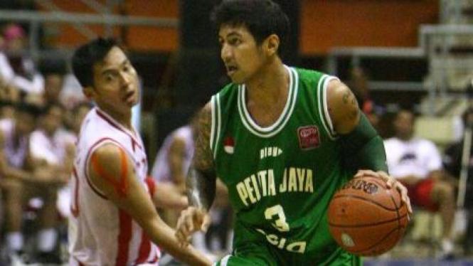 Pemain Pelita Jaya Esia, Kelly Purwanto (hijau)