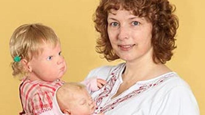 Rachel Stephens dan dua bayi sintetisnya