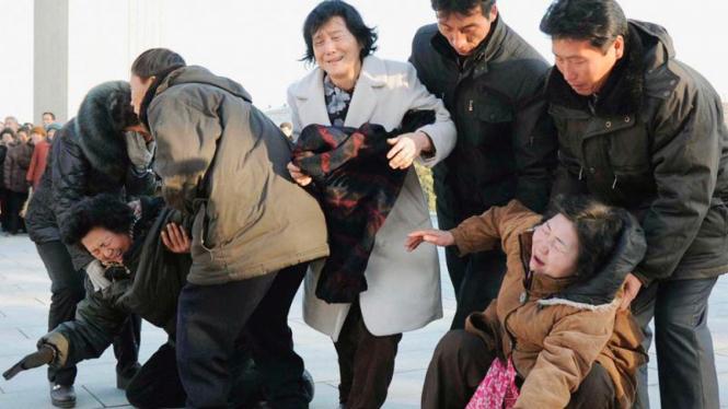 Warga Korea Utara menangisi kematian Kim Jong-il