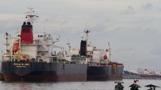 Transportasi Murah Kapal Nelayan