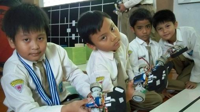 Robot karya pelajar SD Muhammadiyah 4 Surabaya