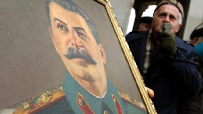 Komunis Georgia peringati kelahiran Josef Stalin