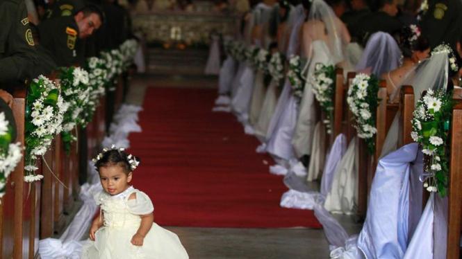 Pernikahan massal polisi Kolombia