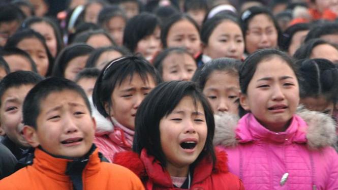 Pelajar Korea Utara tangisi kematian Kim Jong-il