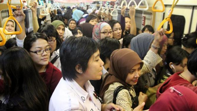Erlinda Siregar Petugas Kereta Khusus Wanita