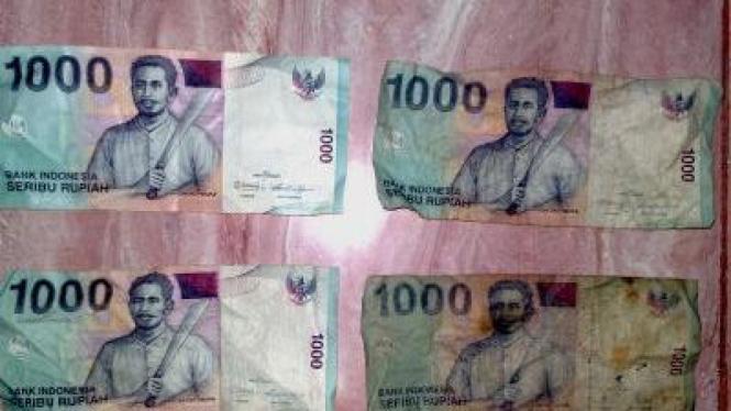 Ilustrasi perusakan uang