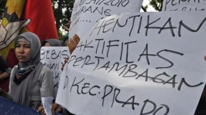 Demonstrasi menolak pertambangan di Prado, Bima, NTB