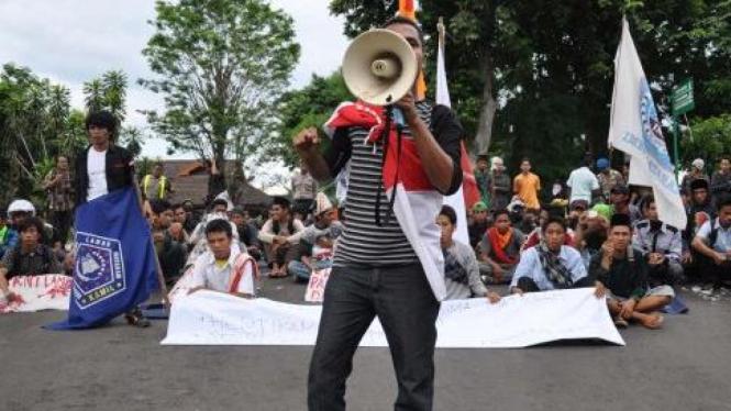 Aksi solidaritas atas kekerasan terjadi di Bima, NTB