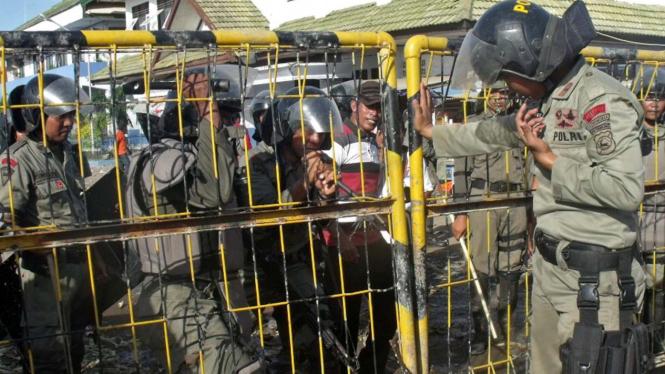 Massa bentrok di Bima, NTB