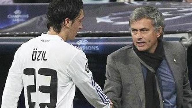 Mesut Oezil dan Jose Mourinho
