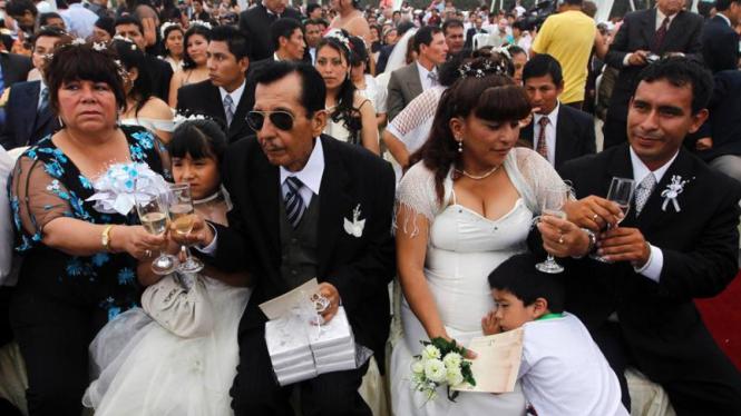 Pernikahan massal di kota Lima