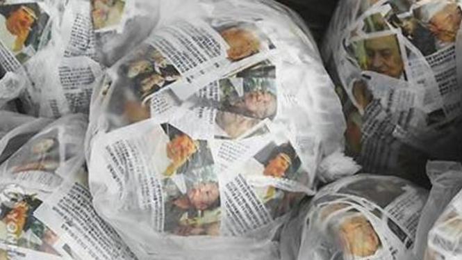 Balon berisi leaflet propaganda menentang pemerintahan Kim Jong-il