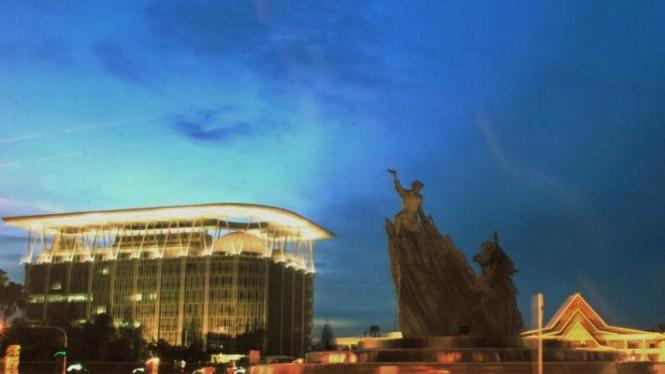 Patung penari Zapin karya Nyoman Nuarta, penanda titik nol Pekanbaru