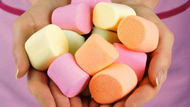 Marshmallow warna-warni