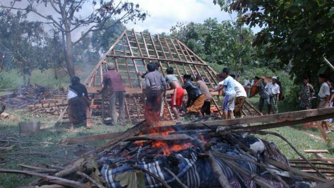 pembakaran pesantren di madura