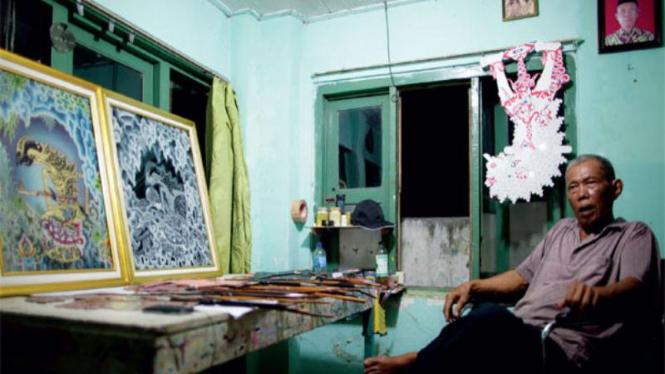Rastika pelukis kaca dari Desa Gegesik