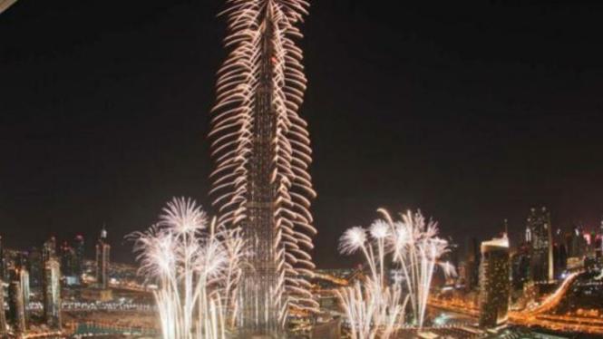 Kemeriahan kembang api di Burj Khalifa