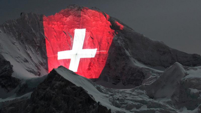Instalasi cahaya raksasa di pegunungan Swiss