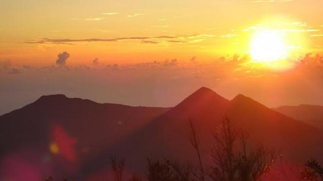 Gunung Dua Saudara di Sulawesi Utara