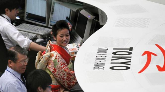 Pembukaan perdagangan saham di Bursa Saham Tokyo.