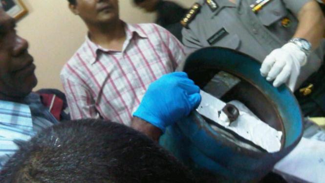 Tabung gas yang berisi pistol dan narkoba di Bekasi