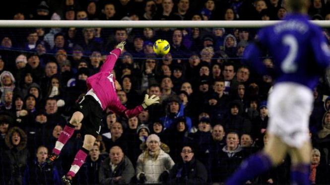 Gol Tim Howard ke gawang Bolton Wanderers