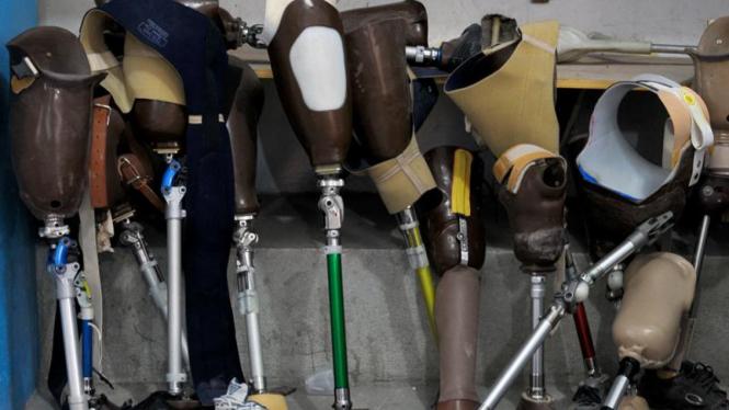 kaki palsu untuk korban gempa haiti