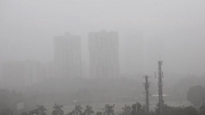Ilustrasi kabut tebal selimuti Jakarta