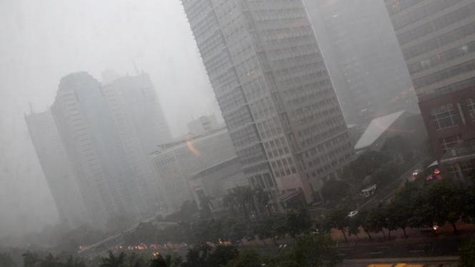Kabut Tebal Selimuti Jakarta