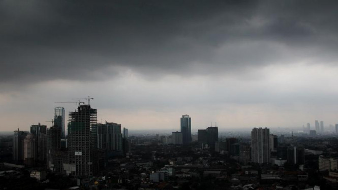 Ilustrasi/Awan gelap di langit Jakarta