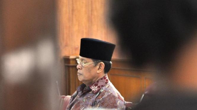 Djufri saat mendengarkan putusan di Pengadilan Tipikor Padang