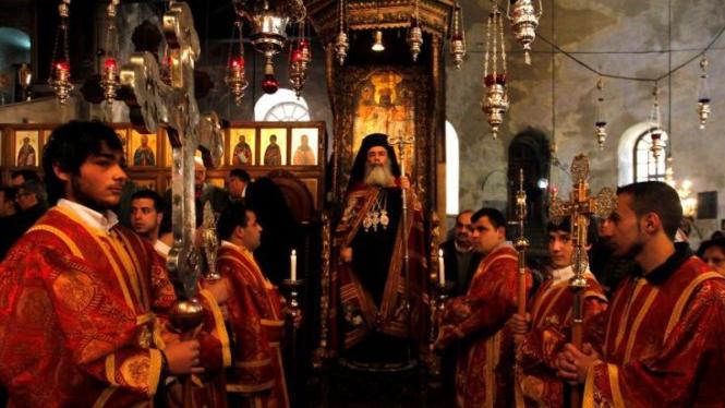Penganut Kristen Ortodoks gelar ritual Malam Natal 6 Januari 2012 di Tepi Barat