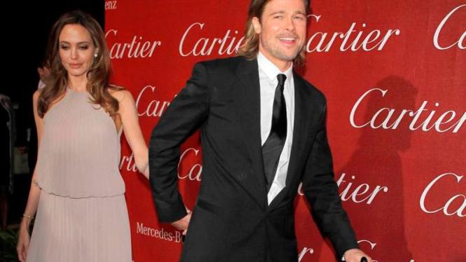 Angelina Jolie dan Brad Pitt - Reuters