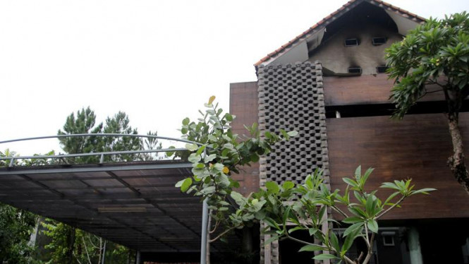 Rumah Nirina Zubir Terbakar