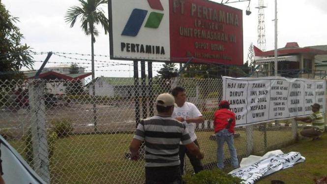 Warga segel Pertamina Depot Bitung, Sulawesi Utara