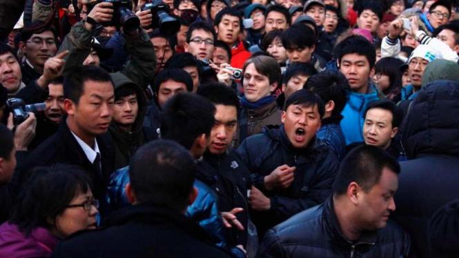 antri iPhone 4S di Shanghai