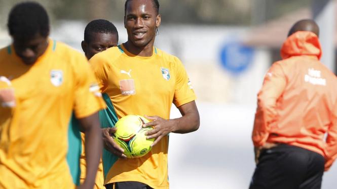 Didier Drogba (tengah) bersama timnas Pantai Gading