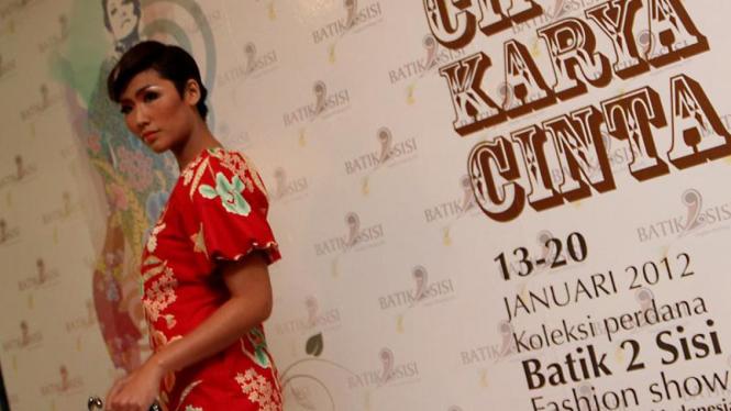 Fashion Show dan Launching Koleksi Perdana 'Batik 2 Sisi '
