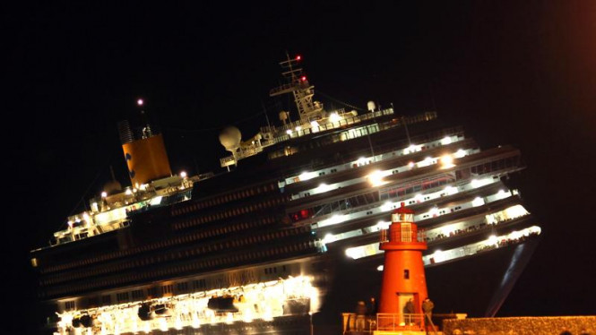 Kapal Pesiar Tenggelam di Italia