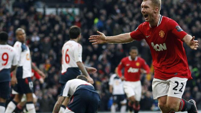 Paul Scholes rayakan gol ke gawang Bolton