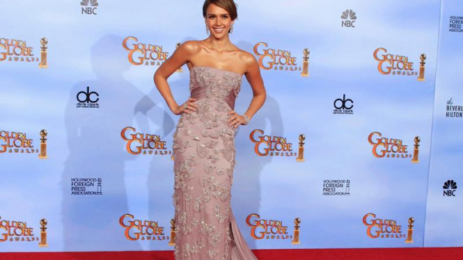 Jessica Alba di acara Golden Globe Awards ke-69