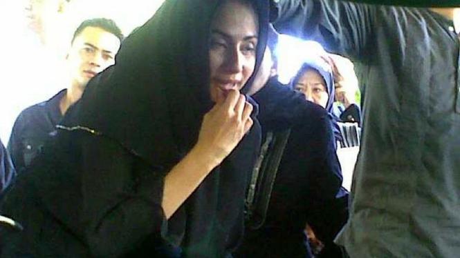 Deswita Maharani di pemakaman